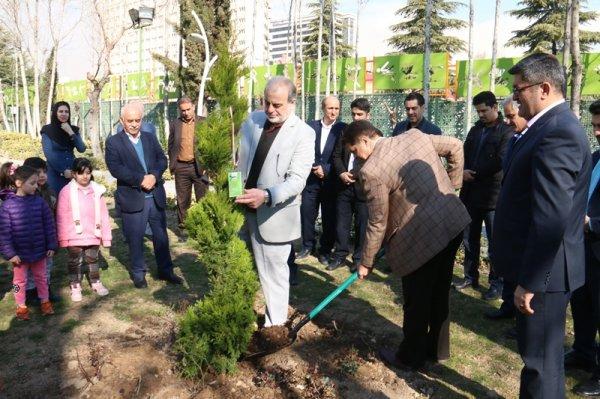 کاشت نهال یادمان شهدای موسسه پیام بمناسبت روز درختکاری